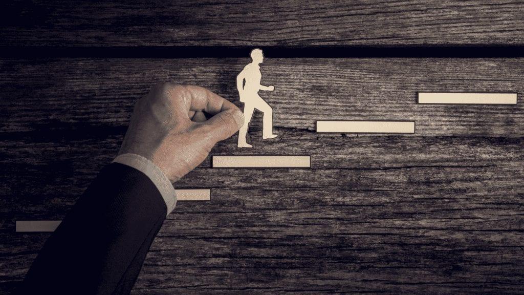 Kinerja karyawan Bermasalah, Atasi Dengan Absensi Online dan amati indikator kinerja karyawan menggunakan sistem HRIS