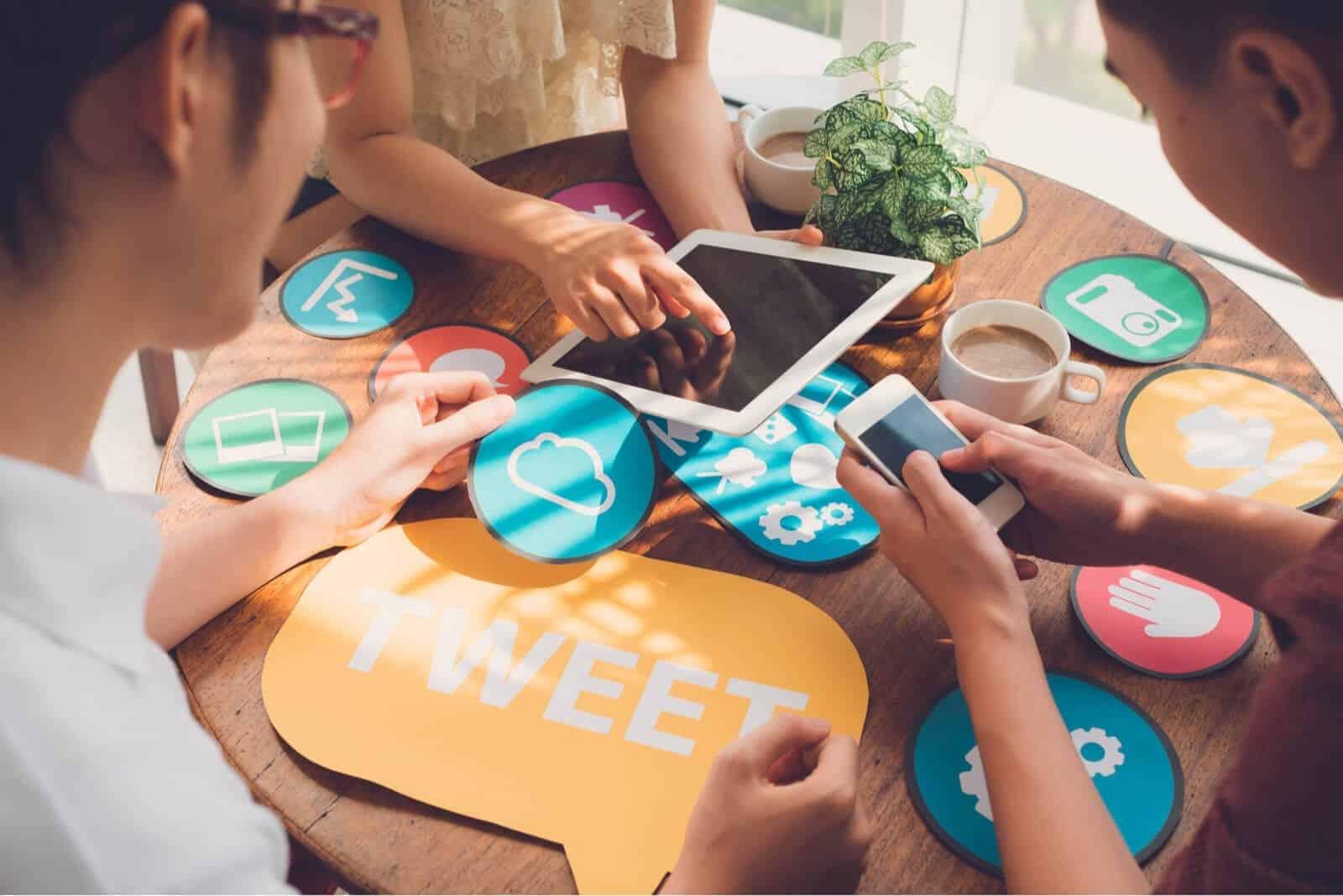 Aman Bermain Media Sosial di Lingkungan Kerja? Begini Aturannya