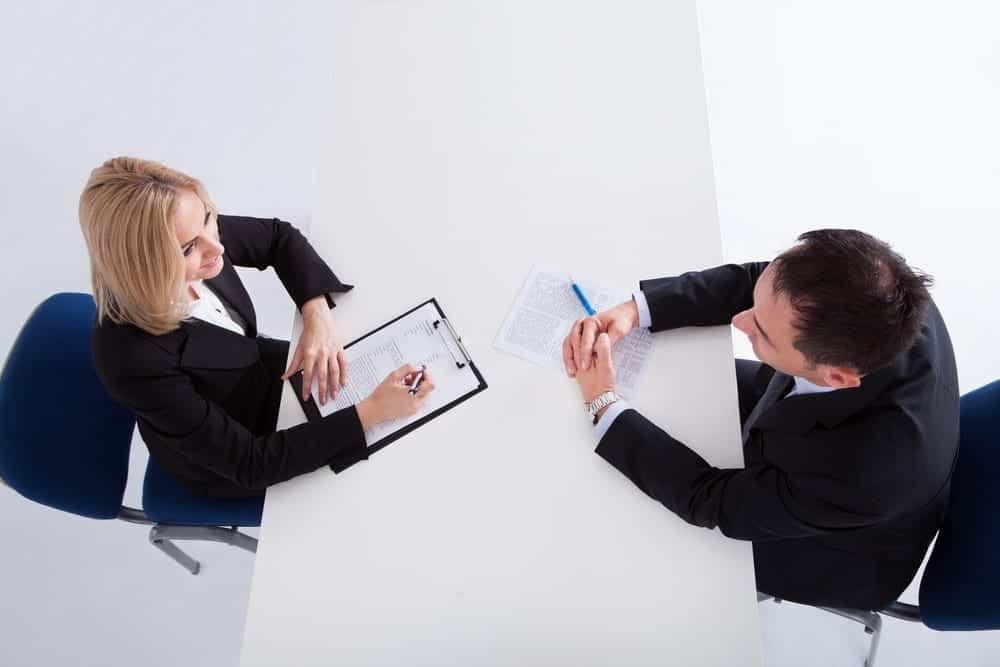 5 Gesture yang Perlu Dihindari Saat Wawancara Calon Karyawan