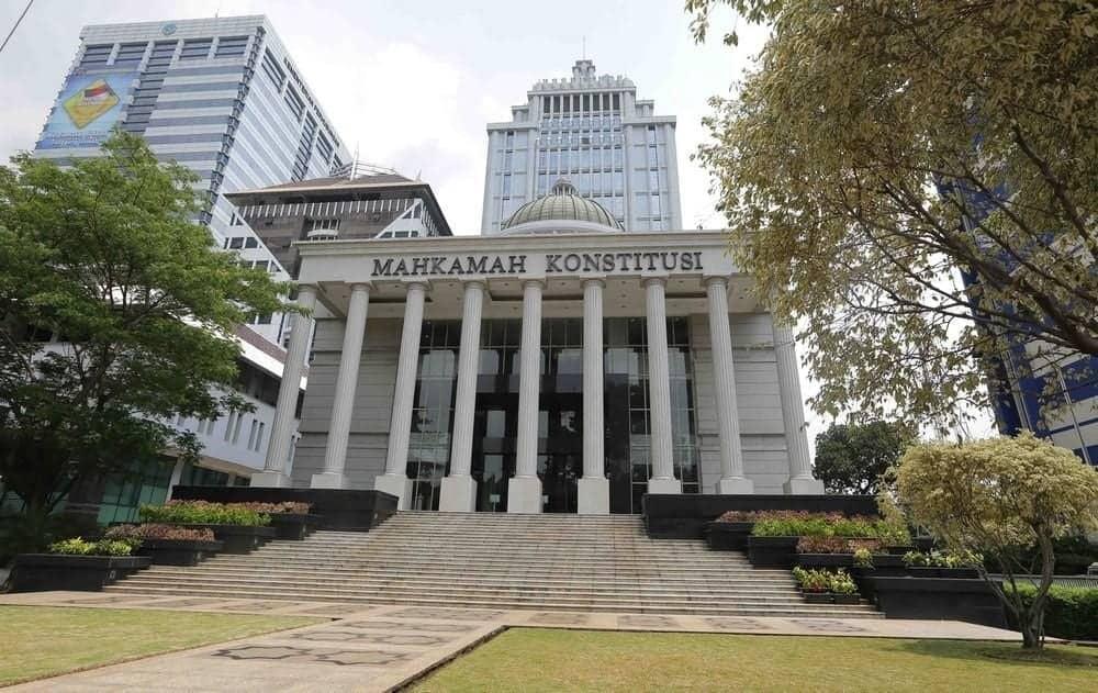 MK Putuskan Karyawan Boleh Menikah dengan Rekan Sekantor