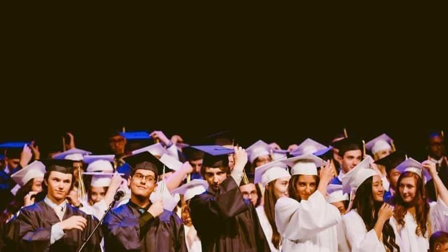 Rekrut Fresh Graduate, inilah Daftar Keuntungannya.