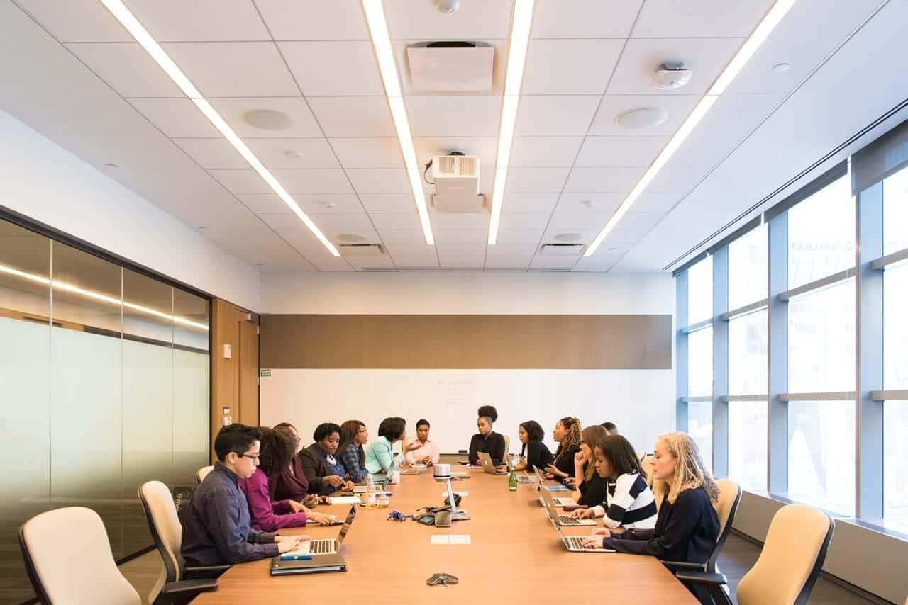 7 Cara Mengatasi Keragaman Karyawan dalam Perusahaan