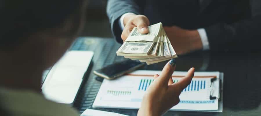 Dampak Kekurangan atau Kelebihan Gaji Karyawan