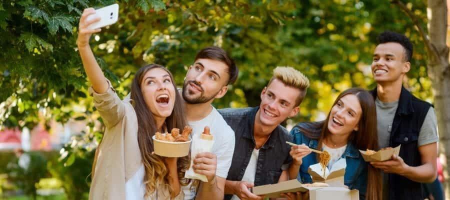 Mengadakan Liburan Karyawan Bersama sesuai Anggaran