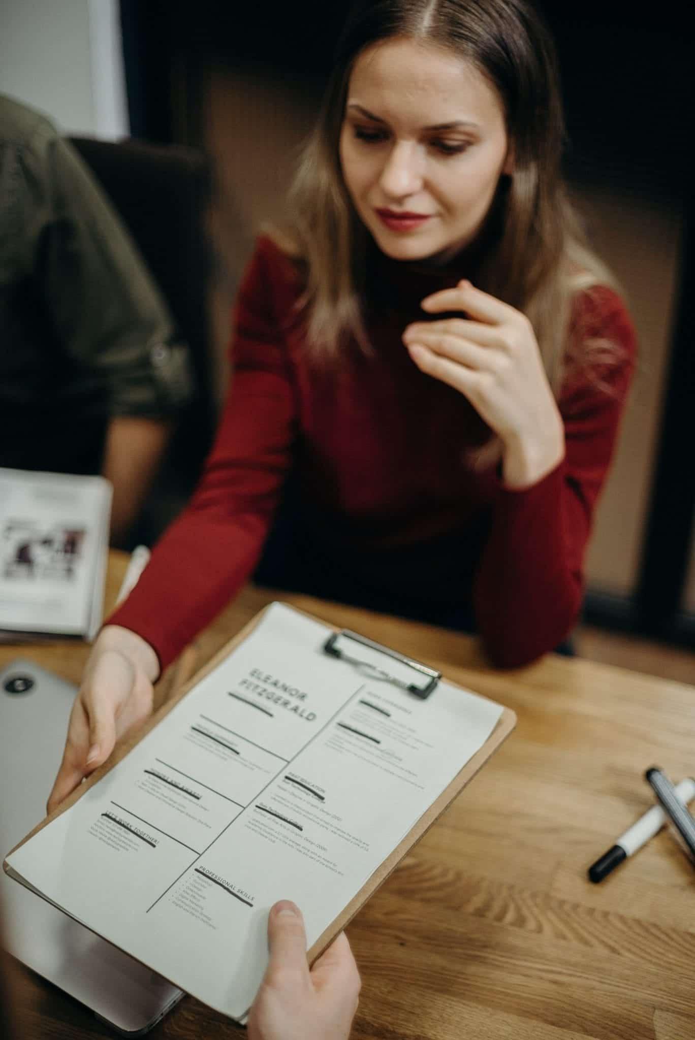Ketahui Perbedaan CV dan Resume dan Cara Menyusunnya