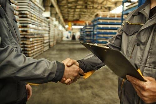 Cara Perusahaan Manufaktur Mempertahankan Karyawan Pabrik yang Berkualitas