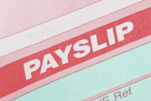 Slip gaji adalah bukti pembayaran gaji dari perusahaan yang bisa digunakan untuk berbagai macam hal. Lalu kenapa slip gaji karyawan itu penting, apa alasannya?