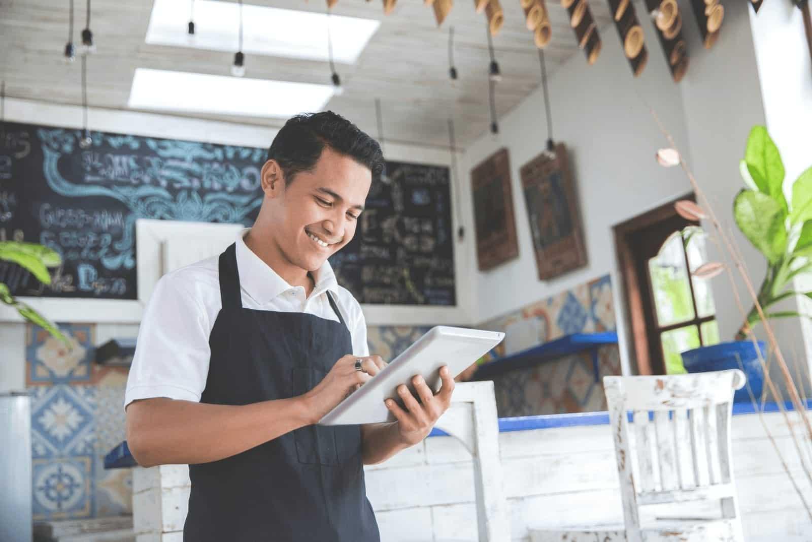 4 Karakteristik Aplikasi HR yang Cocok untuk UKM