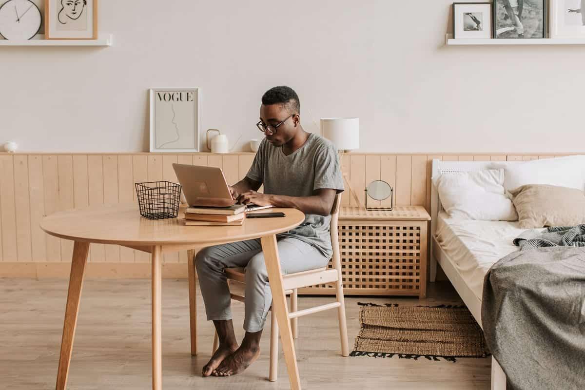 Berikut Tantangan Bekerja Remote dan Cara Mengatasinya