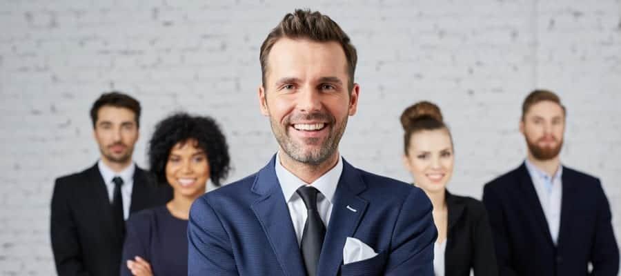 Apa itu arti leader? Apa itu leadership dan artinya? Apakah leader artinya adalah bos? Temukan jawabannya di blog Insight Talenta by Mekari.